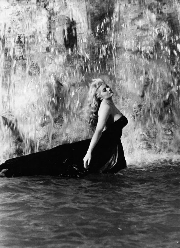 Почина Анита Екберг. Красавицата от фонтан Треви и Долче вита на Фелини