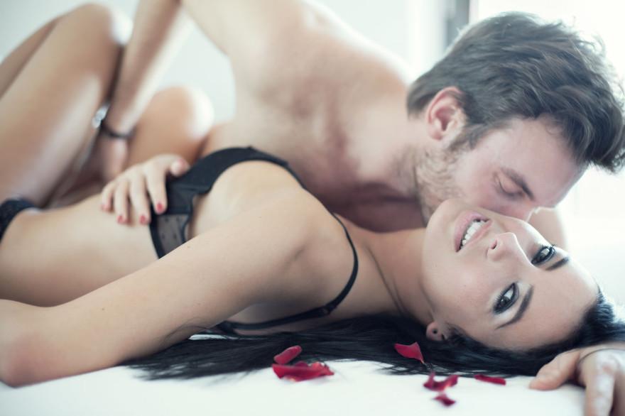 Мъжете се влюбват само след секс